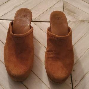 UGG Size 8 Tan Clog / Mule